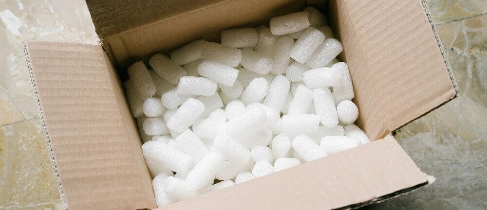 Una caja de cacahuetes de embalaje.