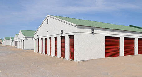 StorageMart en 465 SE Oldham Pkwy en Lees Summit almacenamiento accesible en vehículo