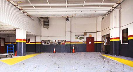 StorageMart en 4th-Avenue en Brooklyn Zonas de carga cubiertas