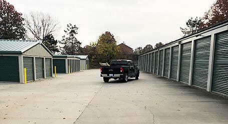 StorageMart en 953 Southeast Oldham Parkway en Lees Summit almacenamiento accesible en vehículo
