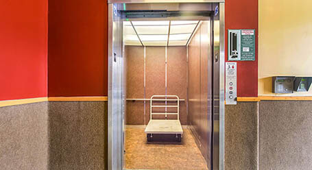 StorageMart en Baker Rd en Virginia Beach Acceso al elevador