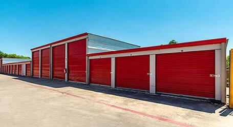 StorageMart en Braun Road en San Antonio almacenamiento accesible en vehículo