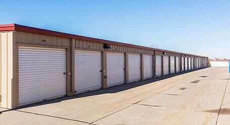 StorageMart en Bristol Street en Papillion almacenamiento accesible en vehículo