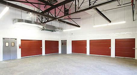 StorageMart en Broadway Blvd en Kansas City Zonas de carga cubiertas