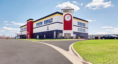 StorageMart en Butterfield Road en Hillside Almacenamiento