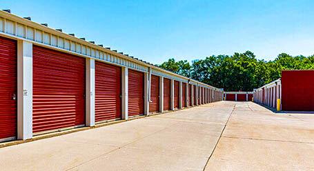 StorageMart en Center Street en Windsor Heights almacenamiento accesible en vehículo