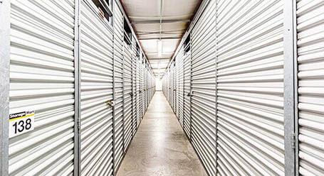 StorageMart en Center Street en Windsor Heights almacenamiento Interior