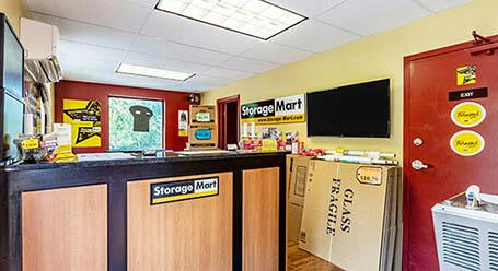 StorageMart en Center Street en Windsor Heightsinstalación de almacenamiento