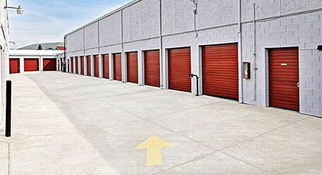 StorageMart en Clayton Road en Concord Almacenamiento accesible en Vehículo