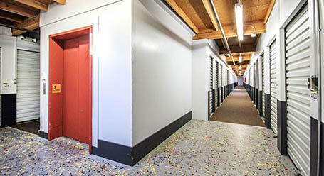 StorageMart en Clayton Road en Concord almacenamiento interior