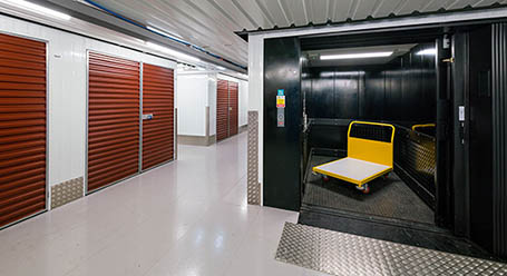 StorageMart en Cottage Grove en Chicago Acceso al elevador