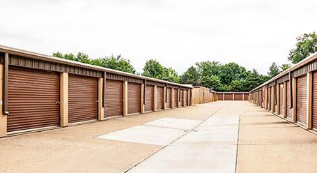StorageMart en Douglas Avenue en Urbandale almacenamiento accesible en vehículo