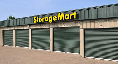 StorageMart en East Santa Fe Street in Gardner almacenamiento accesible en vehículo