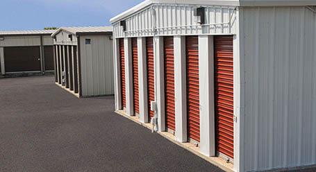 StorageMart en East US Highway 40 en Independence  almacenamiento accesible en vehículo