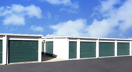 StorageMart en Frontage Road en Merriam Almacenamiento accesible en vehículo