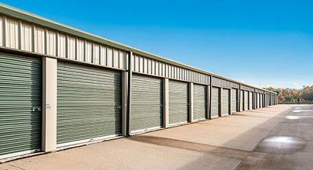 StorageMart en Hackley Ave en Des Moines almacenamiento accesible en vehículo