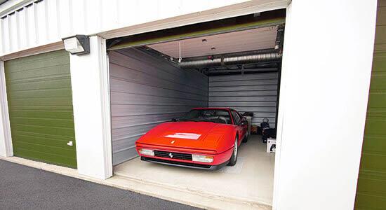 StorageMart en Hackley Ave en Des Moines Estacionamiento de autos