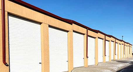 StorageMart en I St en Omaha almacenamiento accesible en vehículo