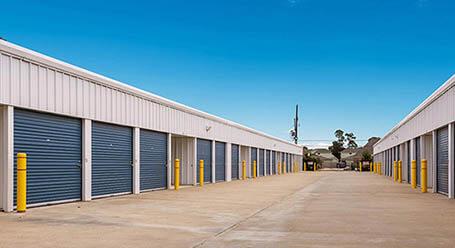 StorageMart en Ihles Road en Lake Charles almacenamiento accesible en vehículo
