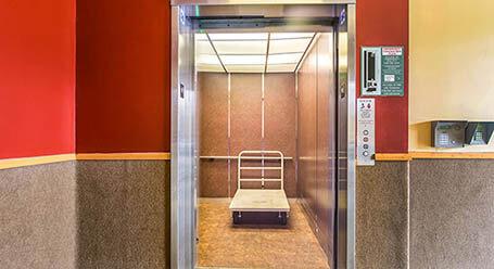 StorageMart en Madison Street en Chicago Acceso al elevador