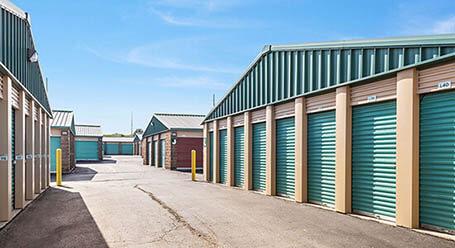 StorageMart en Mahaffie Circle en Olathe almacenamiento accesible en vehículo