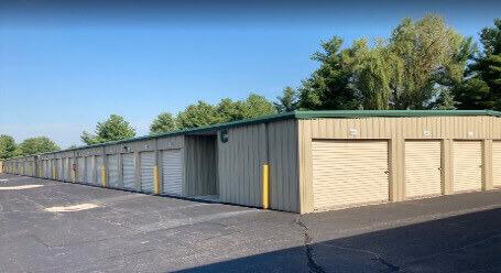 StorageMart en Marilyn Rd en Fishers - almacenamiento accesible en vehículo
