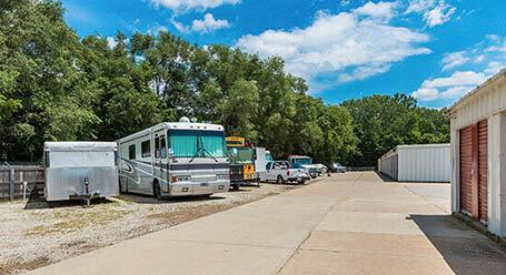 StorageMart en Martin Luther King Jr Parkway en Des Moines Parqueo de barcos y RVs
