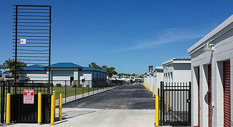 StorageMart en McGregor Blvd en Fort Myers Acceso Privado