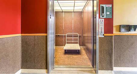 StorageMart en Monterey Street en Morgan Hill Acceso al elevador