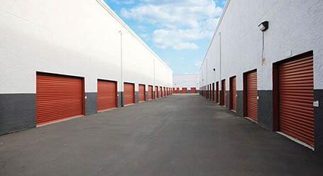 StorageMart en Monterey Street en Morgan Hill  Almacenamiento accesible en vehículo