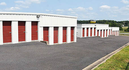StorageMart en North Church Road en Pleasant Valley almacenamiento accesible en vehículo