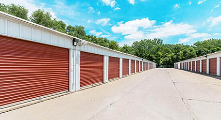 StorageMart en North Main en North Kansas City almacenamiento accesible en vehículo
