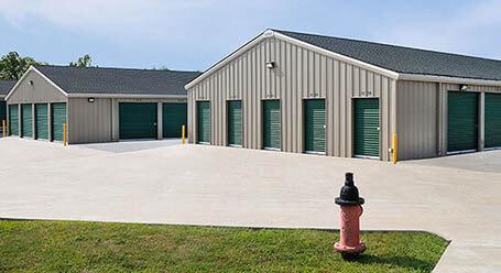 StorageMart en North Oak Trafficway en Kansas City almacenamiento accesible en vehículo