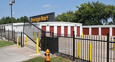 StorageMart en Northwest outer road en Blue Springs Acceso privado