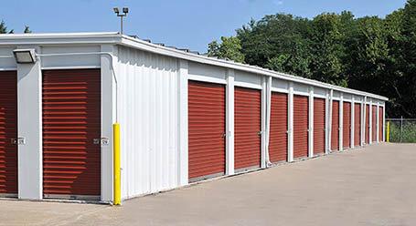 StorageMart en Northwest outer road en Blue Springs almacenamiento accesible en vehículo