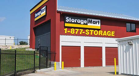 StorageMart en Northwest outer road en Blue Springs Almacenamiento
