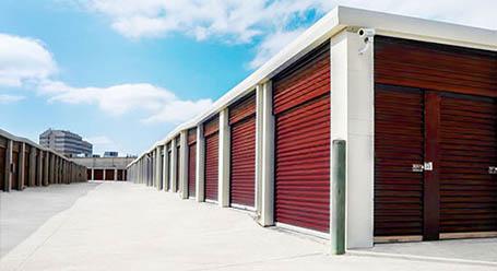 StorageMart en Olmos Drive en San Antonio almacenamiento accesible en vehículo
