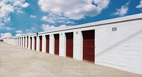 StorageMart en Paris Road en Columbia almacenamiento accesible en vehículo