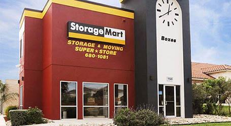 StorageMart en Potranco Road en San Antonio almacenamiento accesible en vehículo