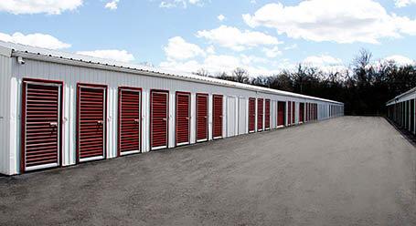 StorageMart en Rangeline en Columbia almacenamiento accesible en vehículo