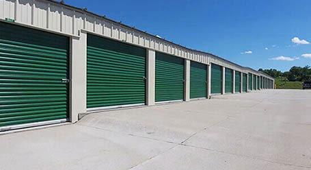 StorageMart en Redick Avenue en Omaha almacenamiento accesible en vehículo