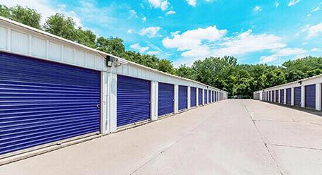 StorageMart en Sapp Brothers Drive en Omaha almacenamiento accesible en vehículo