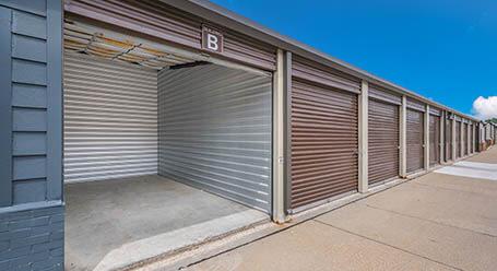 StorageMart en SE Delaware Ave en Ankeny almacenamiento accesible en vehículo