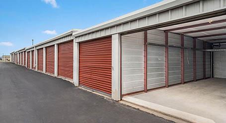 StorageMart en SE Miehe Dr en Grimes almacenamiento accesible en vehículo