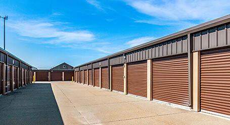 StorageMart en South 13th Street en West Des Moines Almacenamiento accesible en vehículo