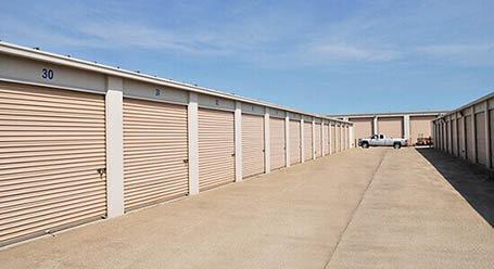 StorageMart en South State Route 291 en Lees Summit almacenamiento accesible en vehículo