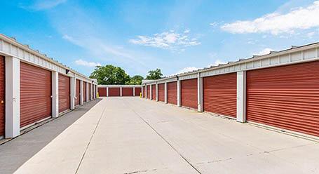 StorageMart en Southeast 14th street en Des Moines almacenamiento accesible en vehículo