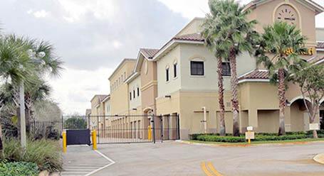StorageMart en Southwest 16th avenue en Pembroke Pines Accesso Privado