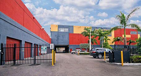 StorageMart en Southwest 40th street en Miami Zonas de carga cubiertas