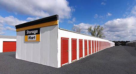 StorageMart en St. Marys Boulevard en Jefferson City  almacenamiento accesible en vehículo